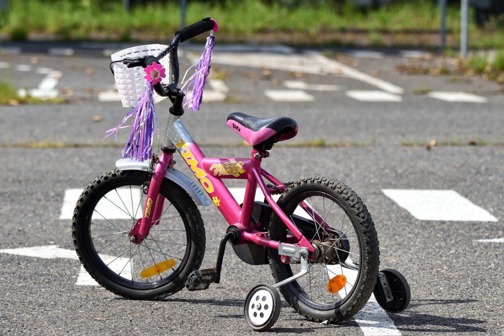 Bicycle Training Wheels Child  - Frantisek_Krejci / Pixabay