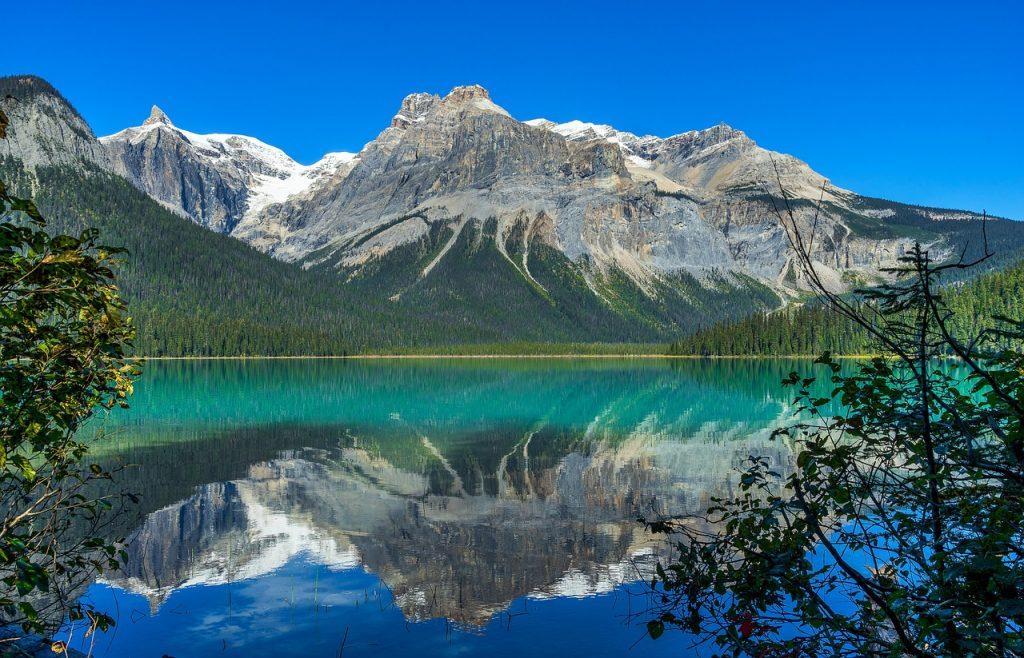 Emerald Lake Lake Mountains Trees  - Sonyuser / Pixabay