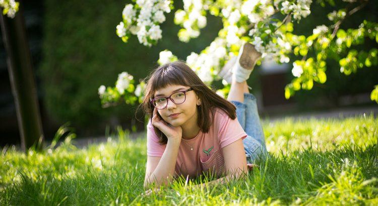 Girl Glasses Grass Eye Glasses  - sooflio / Pixabay