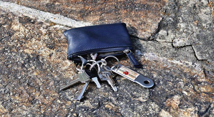 Key Keychain Key Pocket House Keys  - HOerwin56 / Pixabay