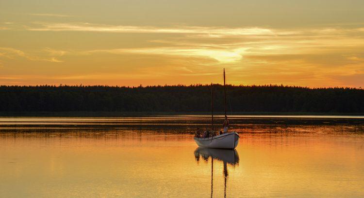Lake Boat Sunset Reflection  - DominikaKukulka / Pixabay