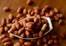 Peanuts Nuts Food Healthy  - Grigorijkalyuzhnyj / Pixabay