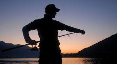 Před nepříznivým počasím vás u vody ochrání rybářský deštník